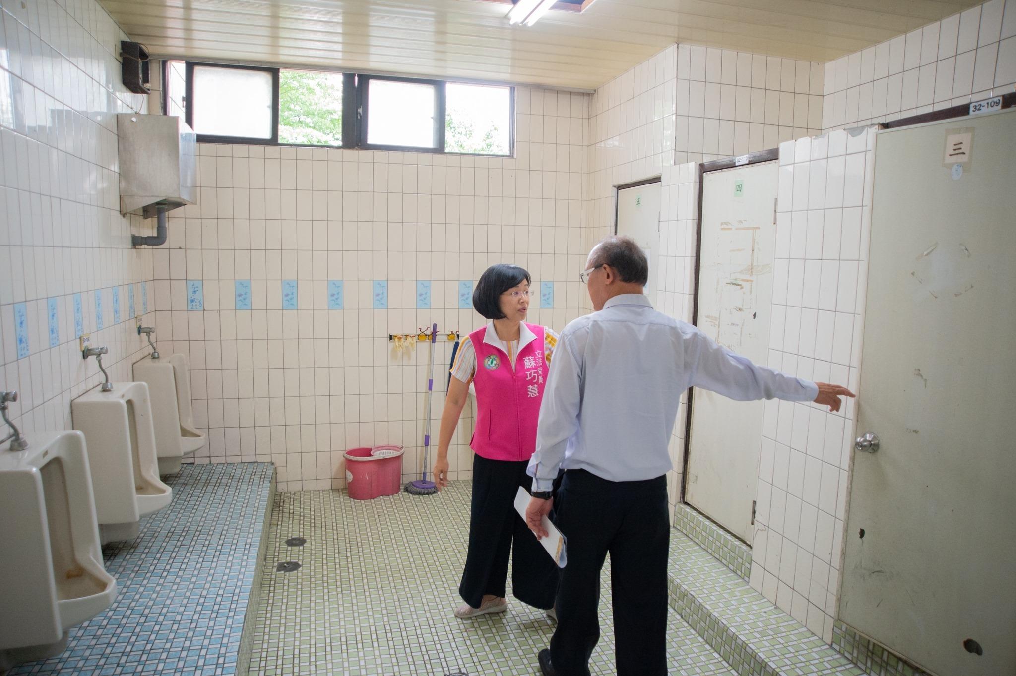 建國國小廁所老舊,急待整修。